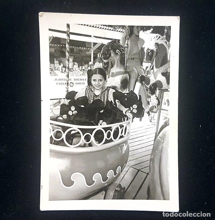 Fotografía antigua: Lote 3 fotografías grupo niñas con traje flamenco, sevillanas, tiovivo, atracción feria (Ecija) - Foto 9 - 234899475