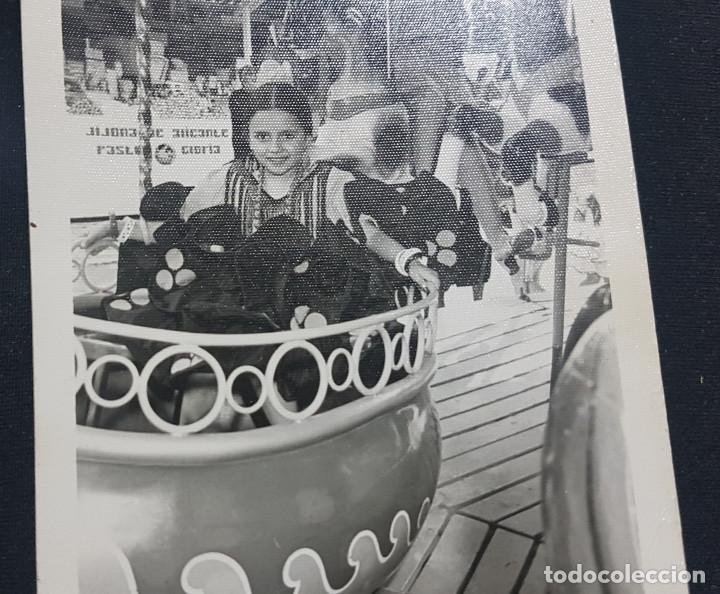 Fotografía antigua: Lote 3 fotografías grupo niñas con traje flamenco, sevillanas, tiovivo, atracción feria (Ecija) - Foto 10 - 234899475