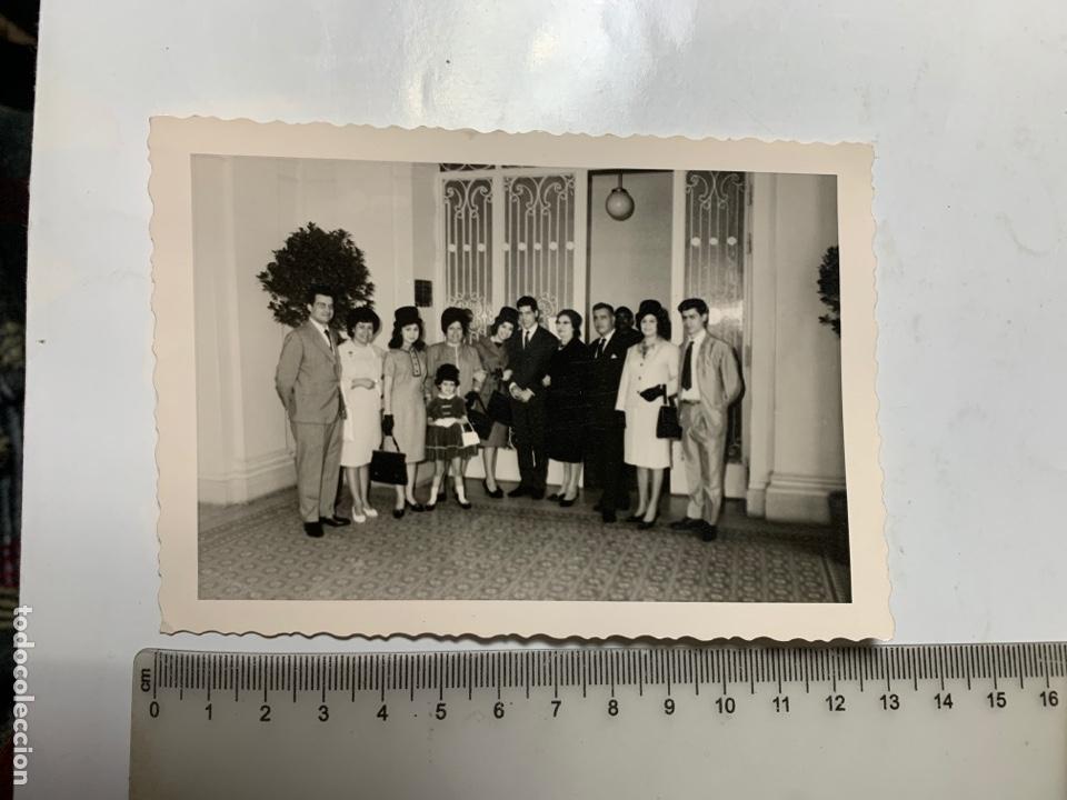 FOTO. CON LOS FAMILIARES E INVITADOS. FOTÓGRAFO?. (Fotografía - Artística)