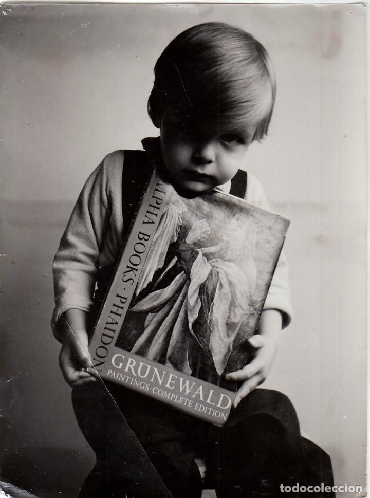 MAGNÍFICA FOTO NIÑO PUBLICIDAD LIBRO GRÜNEWALD PAINTINGS COMPLETE EDITION ALPHA BOOK PHAIDON QZ (Fotografía - Artística)