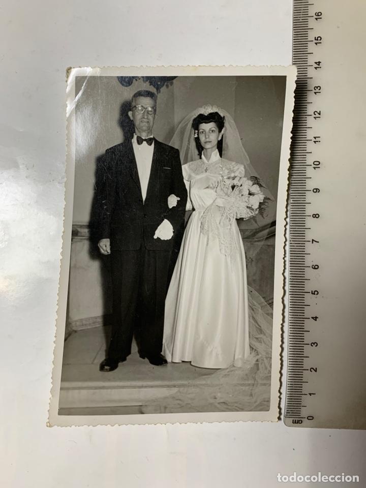 FOTO. NOVIA CON SU PADRINO. PHOTO-ECLAIR. ORAN. FECHA, 21 MARZO 1953. (Fotografía - Artística)
