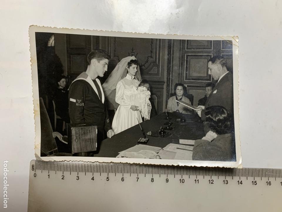 FOTO. NOVIOS EN SU BODA CIVIL. LECTURA DEBERES CONYUGALES. PHOTO-ECLAIR. ORAN. 21 MARZO 1953. (Fotografía - Artística)