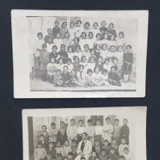 Fotografía antigua: LOTE 2 FOTOGRAFÍAS ANTIGUAS FOTO POSTAL GRUPO ESCOLAR ESCUELA COLEGIO NIÑOS NIÑAS Y MAESTRO PROFESOR. Lote 235058615