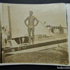 Photographie ancienne: FOTOGRAFÍA REALIZADA EN LA PLAYA DE LA MAR BELLA DE BARCELONA (POBLENOU) EN JUNIO DEL AÑO 1936. Lote 235528635