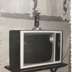 Fotografía antigua: FOTOGRAFÍA TELEVISOR TELEVISION ANTIGUA. Lote 235842835