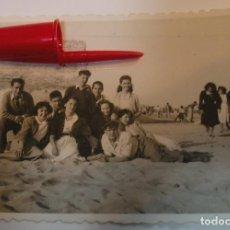 Fotografía antigua: ANTIGUA FOTO FOTOGRAFIA COMIDA SOBREMESA COMIDA MERIENDA EN EL CAMPO (21-1). Lote 235853380