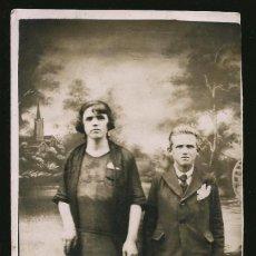Fotografía antigua: 08 - MADRE E HIJO ( FONDO FOTOGRÁFICO SURREALISTA ) - FOTO POSTAL 1926. Lote 236238465