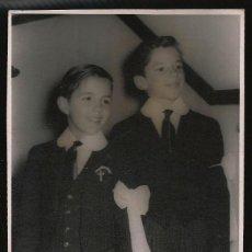 Fotografía antigua: 73 - NIÑOS EN PRIMERA COMUNION - FOTO POSTAL 1960'. Lote 236379545