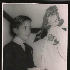 Fotografía antigua: 74 - NIÑO EN PRIMERA COMUNION - FOTO POSTAL 1960'. Lote 236379620