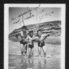 Fotografía antigua: 83 - NIÑOS EN BAÑADOR EN LA PLAYA - FOTO 9X6CM 1950'. Lote 236384865