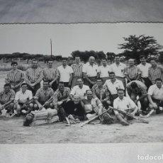 Fotografía antigua: ANTIGUA FOTOGRAFÍA ORIGINAL HOCKEY SOBRE HIERBA EQUIPO REAL CLUB POLO. Lote 239443115