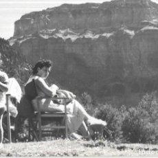 Fotografia antica: == HH607 - FOTOGRAFIA - SEÑORA CON SU NIÑO EN ORDESA - 1956. Lote 241626905