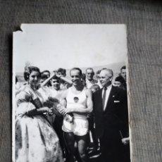 Fotografia antica: FOTO ATLETA VALENCIA CLUB DE FUTBOL DEDICADA BANCLOCHES. Lote 241729655