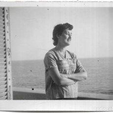 Fotografia antica: == HH632 - FOTOGRAFIA - SEÑORA EN ST. RAPHAEL 1953. Lote 241836900