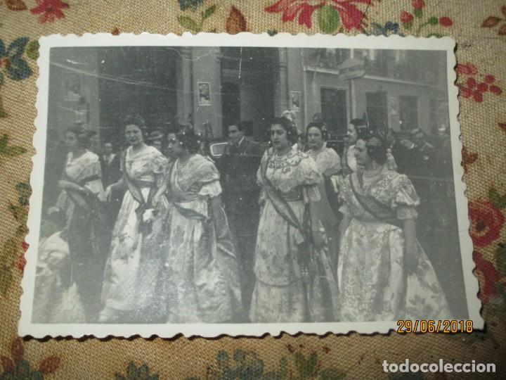 VALENCIA FALLAS 1946 CON LOS PREMIOS POR LA CALLE FALLERAS (Fotografía - Artística)