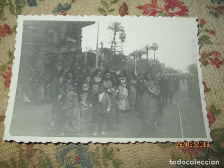 VALENCIA FALLAS 1946 CON LOS PREMIOS EN PROCESION PARA OFRENDAR A LA VIRGEN FALLERAS (Fotografía - Artística)