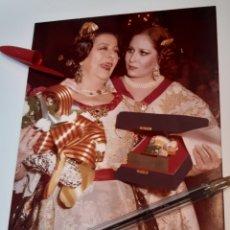 Fotografía antigua: FALLA FALLAS DE VALENCIA FOTO CONCHA PIQUER Y CONCHITA MARQUEZ PIQUER FOTO ORIGINAL 12,50 X 17. Lote 243249985