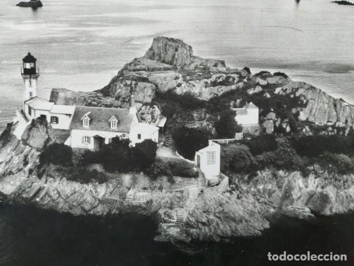 Fotografía antigua: FOTOGRAFIA AÉREA DE BRETAÑA EN FRANCIA PHARE ET IILE DE LOUET À CARANTEC EN BAIE DE MORLAIX - AÑO 1 - Foto 2 - 243530415