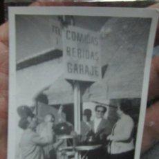 Fotografía antigua: COMIDAS BEBIDAS GARAJE FOTO ANTIGUA EN ALICANTE. Lote 244786605