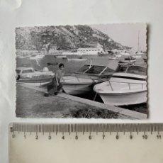 Fotografia antica: FOTO. A LOS PIES DEL PEÑÓN, PUERTO. CALPE. ALICANTE. FOTÓGRAFO?.. Lote 244987560