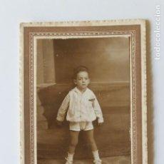 Fotografía antigua: FOTOGRAFIA NIÑO ELEGANTE, SIN AUTOR, A IDENTIFICAR. Lote 244989880