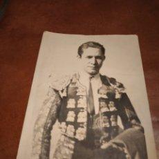 Fotografía antigua: FOTO TMAÑO POSTAL FIRMADA SANTIAGO LOS SANTOS TORERO NOVILLERO TOROS LOGROÑO. Lote 245157290