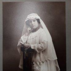 Fotografía antigua: ANTIGUA FOTO NIÑA DE PRIMERA COMUNIÓN. AÑOS 20. FOTÓGRAFO A.ESPLUGAS. BARCELONA. Lote 245426310