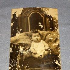 Fotografía antigua: ANTIGUA FOTOGRAFIA DE ESTUDIO CON NIÑA PEQUEÑA ORIGINAL AÑOS 20. Lote 245650590