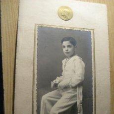 Fotografía antigua: ANTIGUA FOTOGRAFIA NIÑO . RECUERDO PRIMERA COMUNION . FOTOGRAFIA GERBOLES VALLADOLID 1938. Lote 245740405