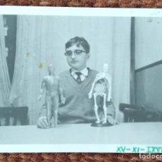 Fotografia antiga: NIÑO CON JUEGO DE ANATOMIA. Lote 247928530