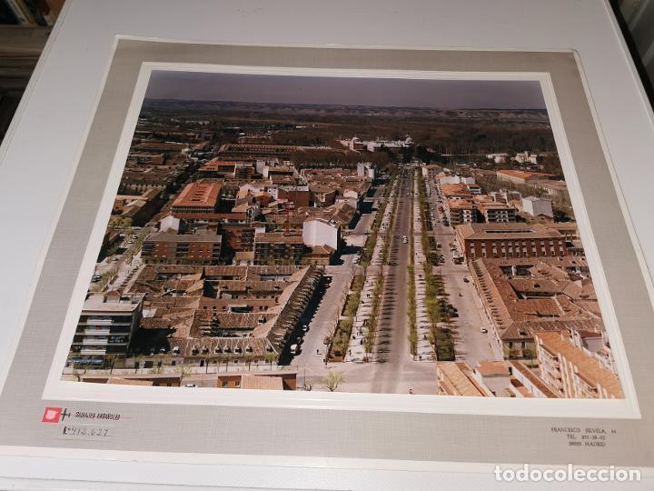 Fotografía antigua: FOTOGRAFIA AEREA ARANJUEZ(MADRID) AÑOS 70 PAISAJES ESPAÑOLES AÑO 1978. 40X30 cm MARCO 40X50CM - Foto 2 - 248225095
