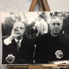 Fotografía antigua: FOTO DE JUAN DOLCET. MANUEL FRAGA EN FESTA DO VIÑO ALBARIÑO 1966. Lote 248459565