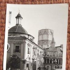 Fotografia antiga: VALENCIA - PLAZA DE LA VIRGEN - COCHES ANTIGUOS - MEHARI. Lote 249024185