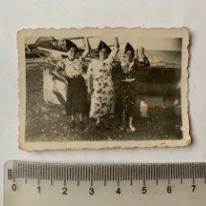 Fotografia antiga: FOTO. JÓVENES REPUBLICANAS DE CELEBRACIÓN EN LA PLAYA. FOTÓGRAFO?.. Lote 253718025