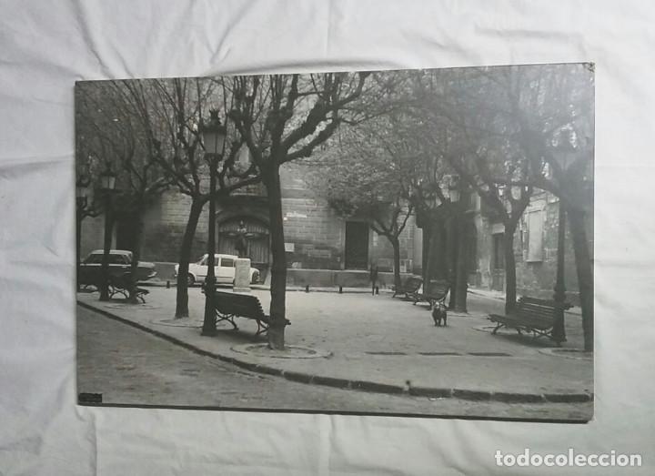 VIC PLAÇA EL ESTUDIANT ANYS 70, FOTO ENTELADA BAÑON VIC. MED. 49 X 76 CM (Fotografía - Artística)