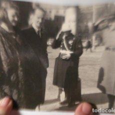 Fotografía antigua: ESPAÑA PRINCIPE CARLOS MARIA DE BORBON PARMA Y PRINCESA IRENE HOLANDA MADRID FOTO AÑOS 1950. Lote 254466575