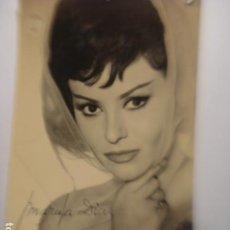 Fotografía antigua: MARUJA DIAZ CANTANTE AUTOGRAFO - AÑOS 1960 - 5 ORIFICIOS. Lote 254466750