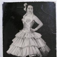 Fotografía antigua: FOTOGRAFIA DE ESTUDIO, EMILITA BLANCO CANTANTE, MEDIDAS 17,5 X 24 CM. Lote 254621375