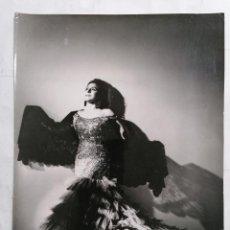 Fotografía antigua: FOTOGRAFIA DE ESTUDIO, EMILITA BLANCO CANTANTE, MEDIDAS 17,5 X 24 CM. Lote 254621465
