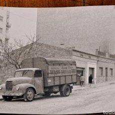 Fotografía antigua: VISTA DE UNA CALLE DE RIPOLLET, AÑOS 50, CAMIÓN APARCADO B-337980. Lote 254804805