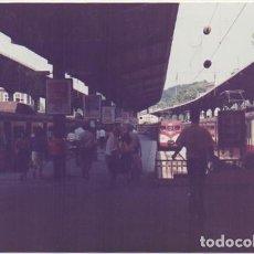 Fotografía antigua: FOTOGRAFIA DE TRENES. ESTACION SIN IDENTIFICAR. 14,8X10 CM. FOTOTREN-023. Lote 255940690