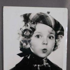 Fotografía antigua: FOTOGRAFIA ORIGINAL SHIRLEY TEMPLE-20TH CENTURY FOX AÑOS 30- 24,5 CM X 18,5 CM.. Lote 260755110