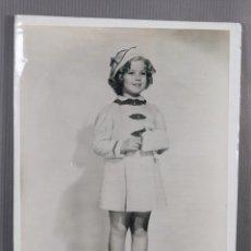 Fotografía antigua: FOTOGRAFIA ORIGINAL SHIRLEY TEMPLE-20TH CENTURY FOX AÑOS 30- 24,5 CM X 18,5 CM.. Lote 260755210