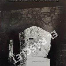 Fotografía antigua: ANTIGÜA FOTOGRAFIA EN BLANCO Y NEGRO DE CARDONA DE MEDIDAS 12,5 CM. X 9 CM.. Lote 261601255