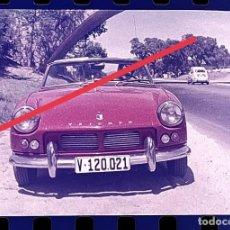 Fotografía antigua: ANTIGUO NEGATIVO O CLICHÉ DE FOTOGRAFÍA. COCHE TRIUMPH DESCAPOTABLE. AÑOS 60.. Lote 265574684