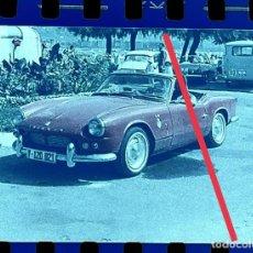 Fotografía antigua: ANTIGUO NEGATIVO O CLICHÉ DE FOTOGRAFÍA. COCHE TRIUMPH DESCAPOTABLE. AÑOS 60.. Lote 265576784
