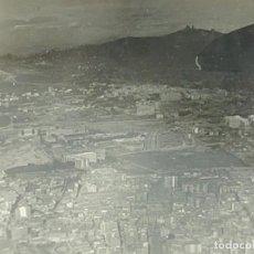 Fotografía antigua: FOTOGRAFÍA VISTA AÉREA GENERAL DE BARCELONA AÑOS 50. Lote 266348193