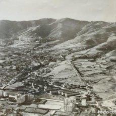 Fotografía antigua: FOTOGRAFÍA GRANDE VISTA AÉREA GENERAL DE BARCELONA AÑOS 50 SELLADA. Lote 266349058