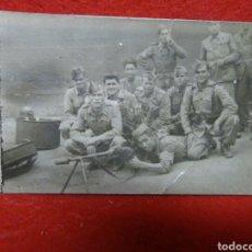 Fotografía antigua: ANTIGUA FOTOGRAFIA MILITAR ,GUERRA CIVIL ESPAÑOLA ,SOLDADOS POSANDO CON ARMAMENTO ,. Lote 266739698