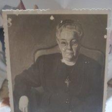 Fotografía antigua: FOTOGRAFÍA ANTIGUA DE UN RETRATO DE UNA ANCIANA DEL PINTOR JUAN LLOR CASANOVAS. Lote 269179183